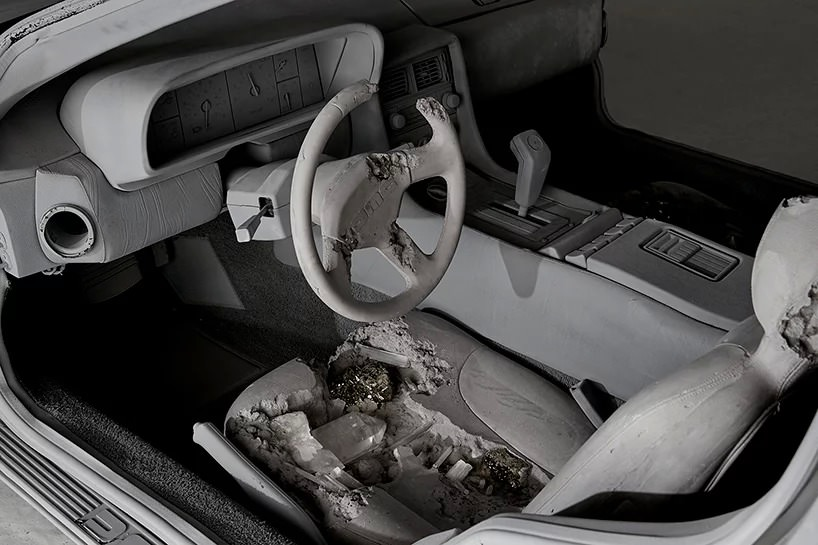 Eroded Delorean (particolare), 2018; photo by guillaume ziccarelli, courtesy perrotin