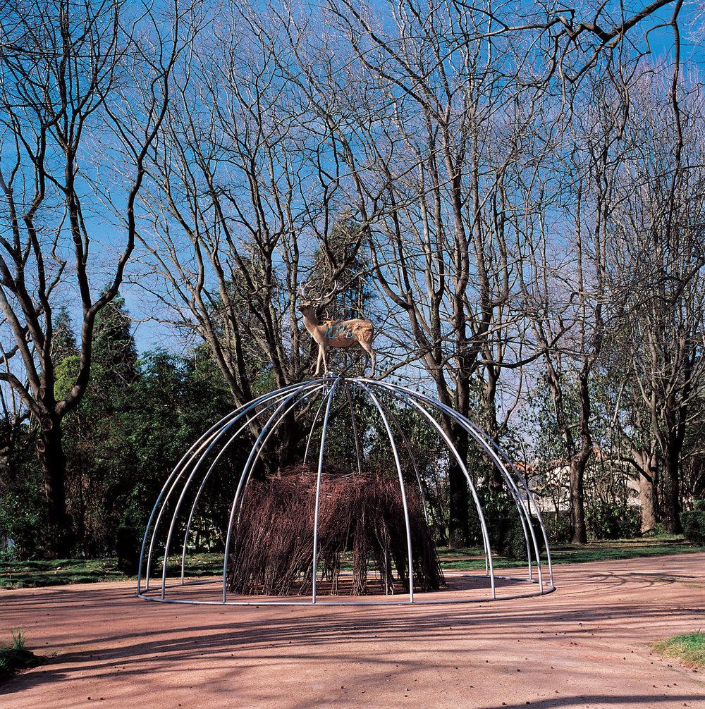 Mario Merz; Senza titolo, 1999; Installation view, Fundação de Serralves,; Porto, 1999; Courtesy Fondazione Merz, Turin: Photo: Rita Burmester © Mario Merz, by SIAE 2018