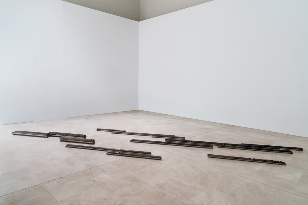 Giorgio Andreotta Calò; Carotaggi, 2016; vulcanite, basalto, carbone, acciaio. Veduta dell'installazione, 16a Quadriennale d'arte, Roma, 2016. Foto: Ela Bialkowska