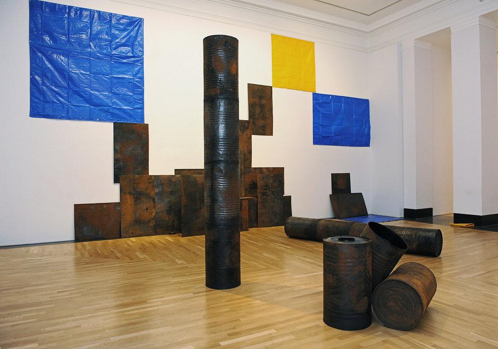 Sheela Gowda, Kagebangara, 2008. Veduta dell'installazione: Artes Mundi 5, 2012 Courtesy dell'artista. Foto: Wales News Service