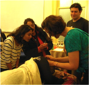 At her first workshop, Eden poured oil in Séphora's ears to demonstrate one of her treatments