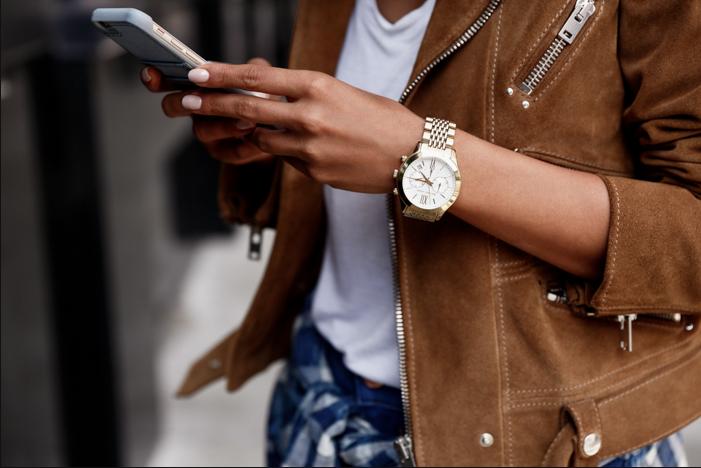 blogger texting