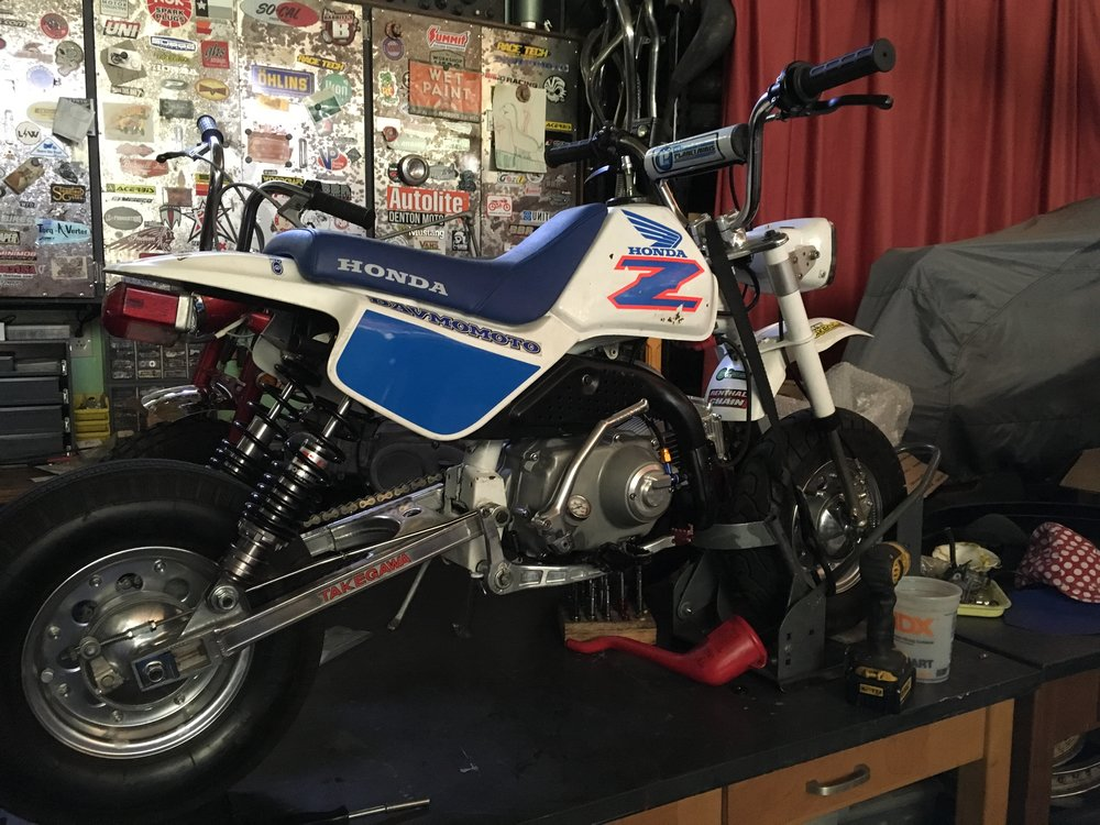 Some small additional changes to the Hater bike in prep for the drag races this week-end: a manual heavy-duty clutch and Takegawa hydraulic acctuator were put on along with a Takegawa forged alloy kickstarter, a DRP temp gauge, and a Kitaco Super coil. Some graphics have been thrown on to complete the drag vibe. A set of alloy pegs have also been fitted after this picture was taken.
