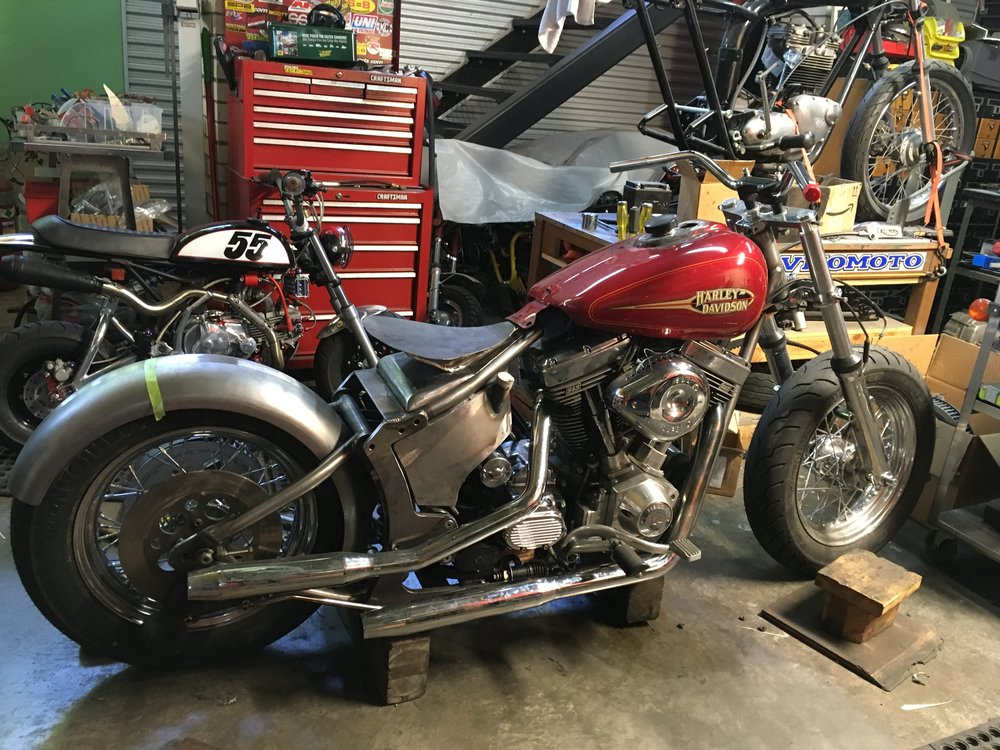 Finally getting some work done on the 1993 H-D FXR. The starter and primary were put back on and these exhaust pipes were fitted.