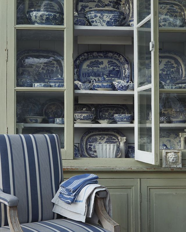 🔹Blue & White China🔹Our collection at home with a favourite Ralph stripe on the chair . . #blueandwhitechina #haminteriors #ihavethisthingwithstripes #countrylife #englishhome #designinspo #fabriclove #antiquecollection