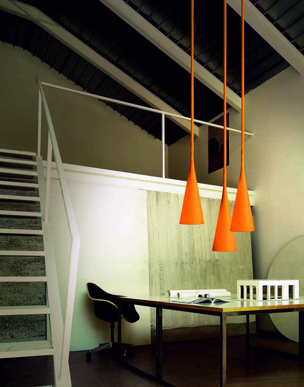 uto_suspension_orange_room_set.jpg