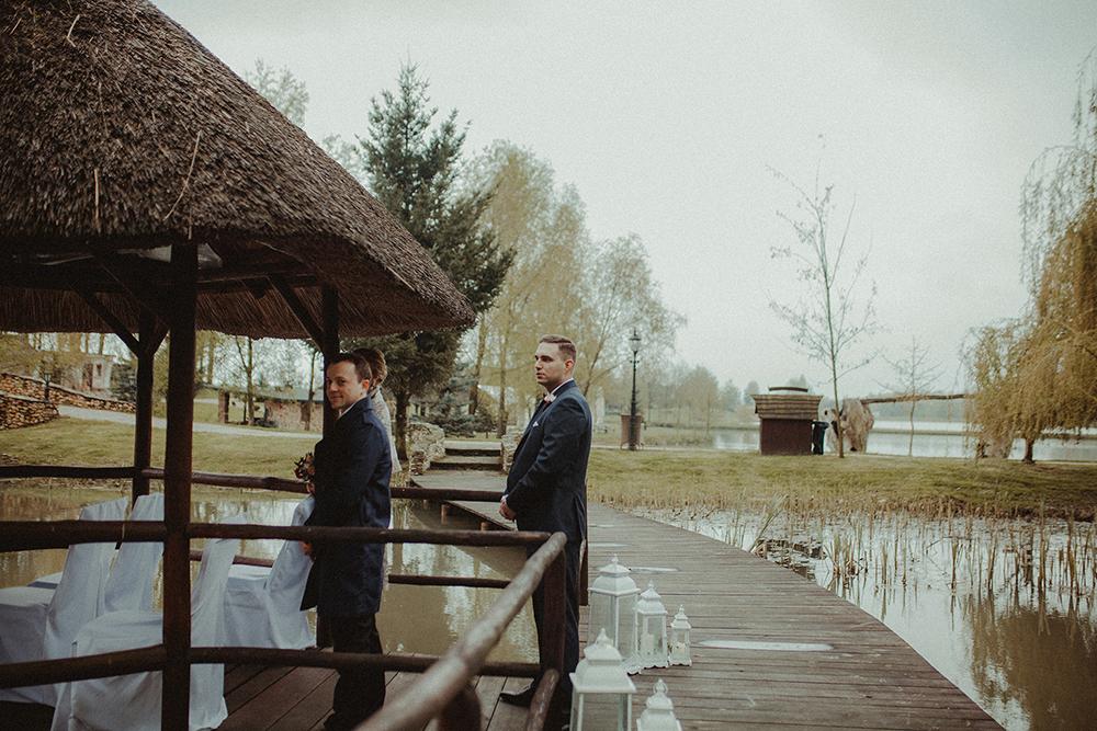 reportaz-slubny-rustykalny-stodola-w-plenerze-60.jpg
