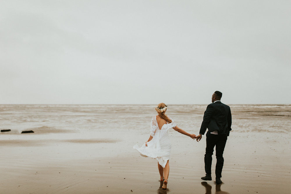 Emma-Tate-Stormy-Norfolk-Beach-Wedding-Shoot-Darina-Stoda-Photography-14.jpg