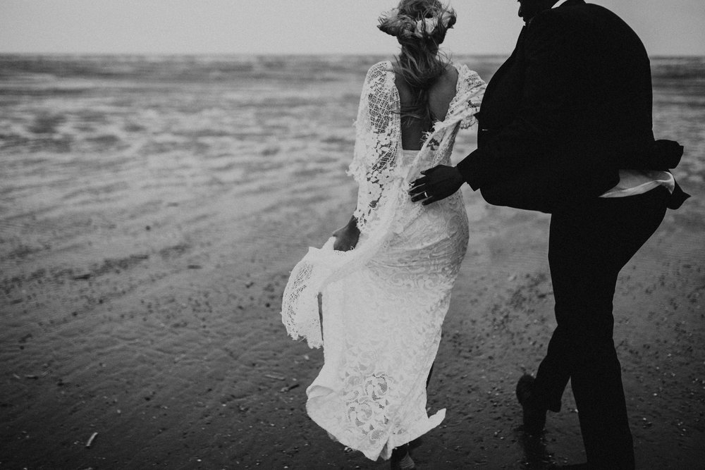 Emma-Tate-Stormy-Norfolk-Beach-Wedding-Shoot-Darina-Stoda-Photography-17.jpg