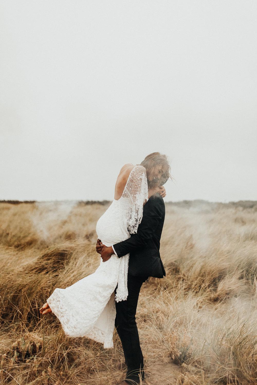 Emma-Tate-Stormy-Norfolk-Beach-Wedding-Shoot-Darina-Stoda-Photography-135.jpg