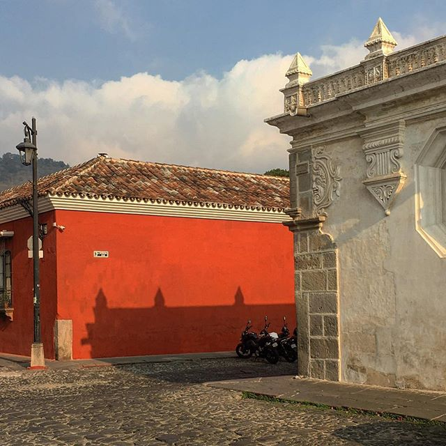 2 and 3 #shadows #architecture #colors #red #whilewaiting #beautifullight #simplethings #antigua #guatemala
