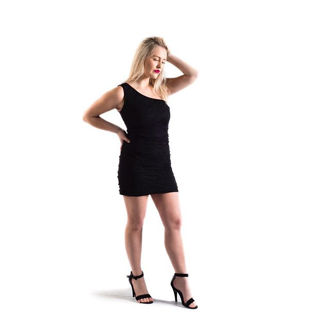 Lookbook I Model: Emma Söder Styling&MUAH: @saralimaria  #model #woman #womanmodel #fashion #femalemodel #studiophotography #photography #photographer #studiophotographer #fashionphotography #finnishmodel #finnswede #finland #finnishphotographer #finswedephotographer