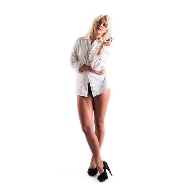Lookbook I Model: Sara-Li Eriksson Styling&MUAH: @saralimaria  #model #woman #womanmodel #fashion #femalemodel #studiophotography #photography #photographer #studiophotographer #fashionphotography #finnishmodel #finnswede #finland #finnishphotographer #finswedephotographer