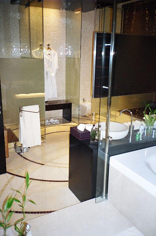 06 050 bathroom.jpg