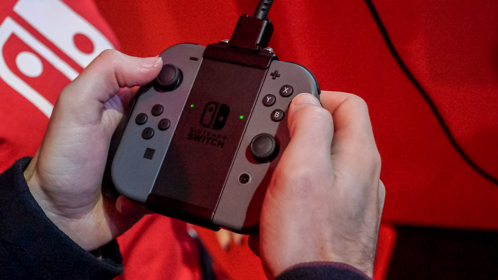 nintendo_switch_joy_con_grip.jpg