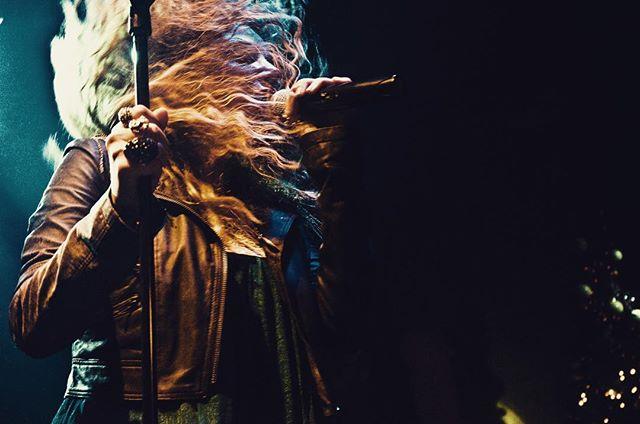 Capturing a golden moment of power. #throwback #onstage #live #progressivemetal #progressiverock #prog #progrock #femalefronted #vocalist #singer #frontwoman #rockon #rockchick #metalchick #womeninmusic #concertphotography #capturethemoment #musicislife #womeninmetal #femme #melodicmetal #ambientmetal