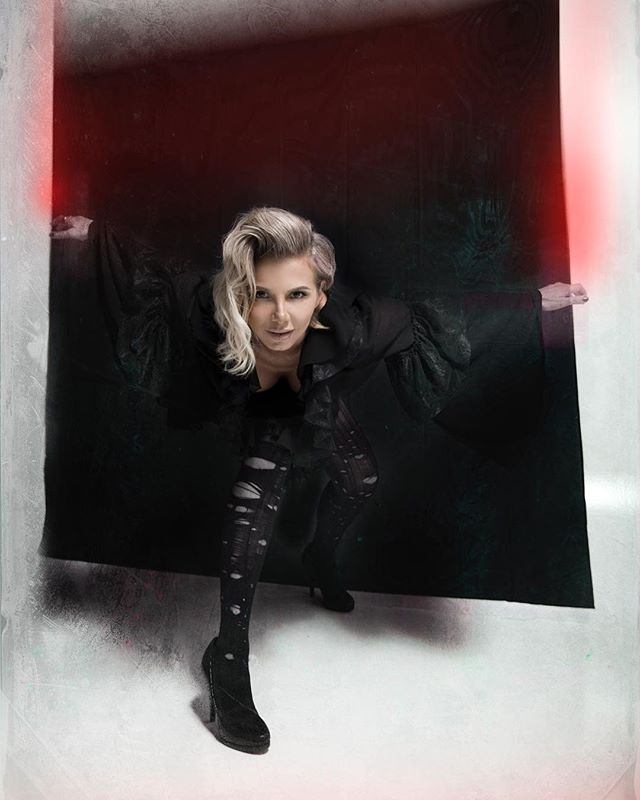 Reality or Insanity ? Lets risk it all and make the leap .... #progressiverock #progressivemetal #progmetal #progrock #femalefronted #metalchick #fashionmetal #styling #questions #singersofinstagram #rockchick #Integral #leapforward #womeninrock #femalepower #femme #newmusic #tesseract #linkinbio #reality #insanity Photo by @harris_kyprianou_photography #MUA @savvassavva_makeupartist #hairstylist @angelo.georgiou2