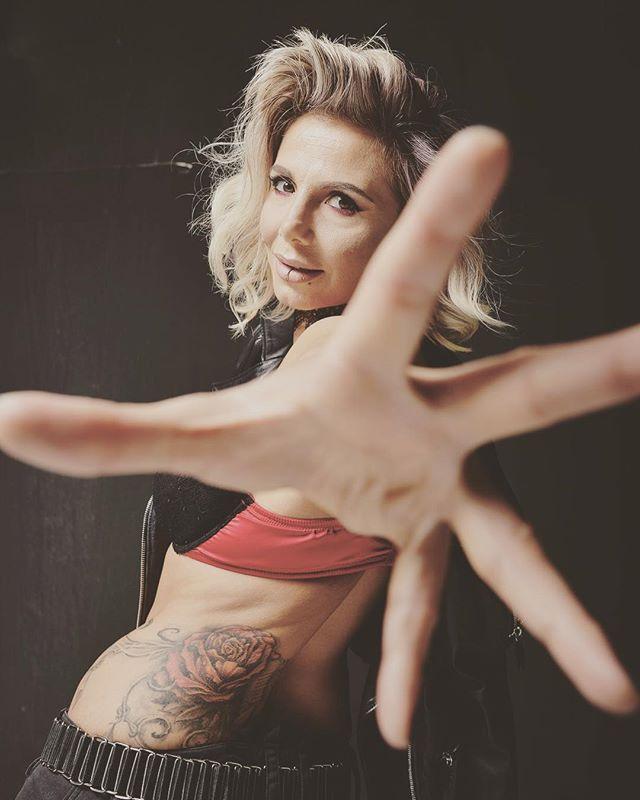 Reaching out #idontgiveafuck #giveusalisten #linkinbio #progressiverock #prog #progmetal #progressivemetal #ambientmetal #tattoo #frontwoman #femalefronted #7string #djent #rockchick #metalchick #listen #hardrock #lacunacoil #tesseract