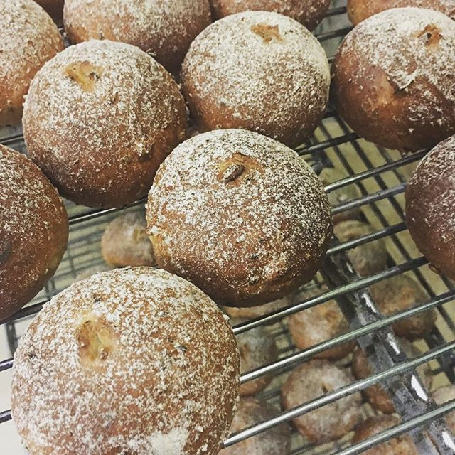 Time is running out! Please place Thanksgiving orders by 3 PM today to ensure they are filled tomorrow! #carltonbakery .. #thanksgiving #wholegrainrolls #breadparty #letseat #family #thankful #specialorders #letushelp #tday2017 #artisanbreads