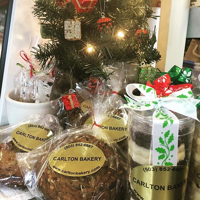 The tree is up and stocked with goodies! Stop by and grab a stocking stuffer, before they're gone! #carltonbakery .. #christmastree #holidayseason #gifts #stocking #stockingstuffers #mueslicookies #frenchnougat #holidayshortbread #patisserie #boulangerie