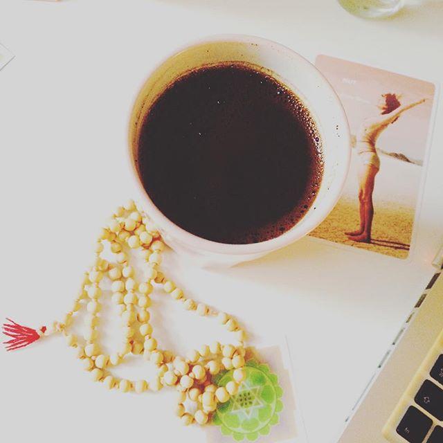 Coffeebreak ☺️#nocoffeenoprana #gleichgehtszumyoga #dowhatyoulove #instayoga #yogini #mala #takeabreak