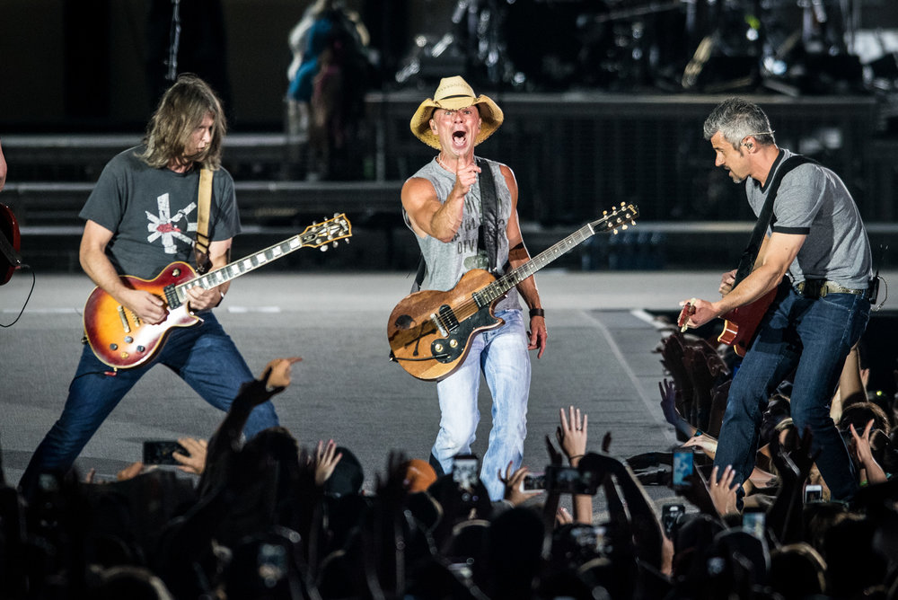 Country singer Kenny Chesney, center, performs during the Spread the Love Tour at Lincoln Financial Field in Philadelphia on Saturday, June 25, 2016. (Michael Ares / Philadelphia Inquirer)