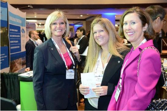 Members mingle with during an SIOR World Conference.