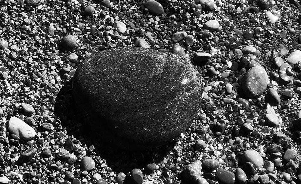Kew-Beach-Pebble_03w.jpg