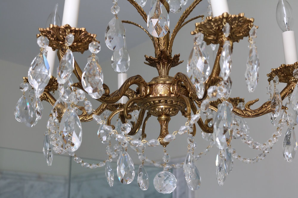Vintage-chandelier-crystal-detail