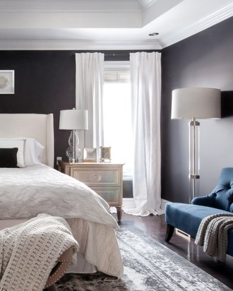 Glam-bedroom-black-walls