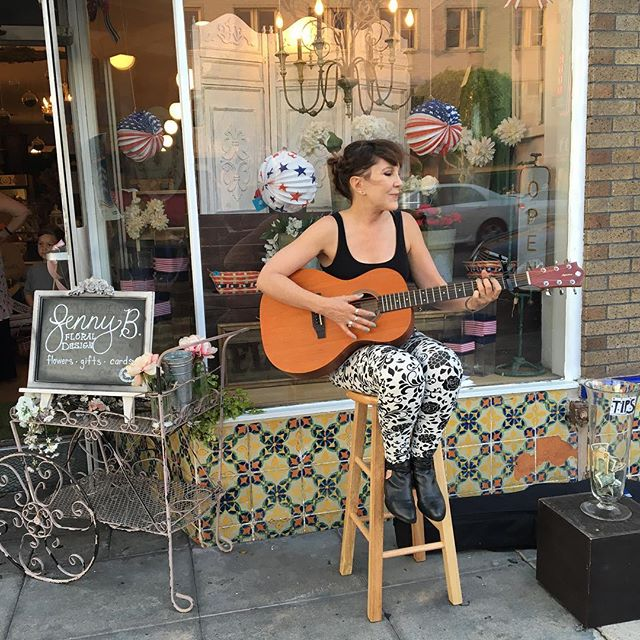 Loved playing at @jennybfloraldesign for #DayofMusic! I met the sweetest people. Music really does bring people together. 🌺🌸💐🌼🌷🌹