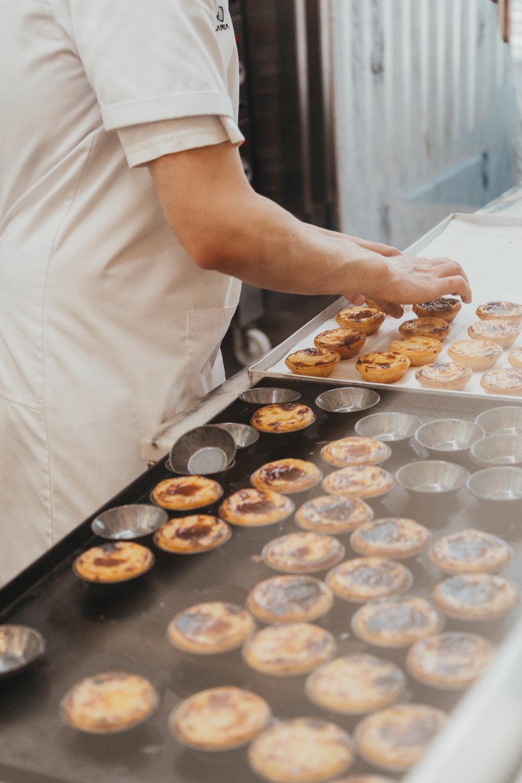Talented bakers making pasteis de nata at Manteigaria