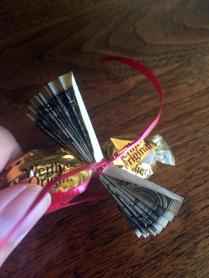 How to make a money and candy lei