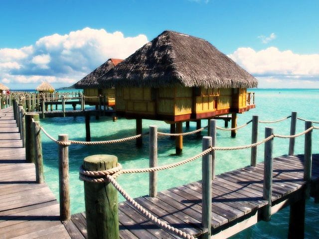 Plan the ultimate Bora Bora vacation with this guide. Photo by  gengish ska  n