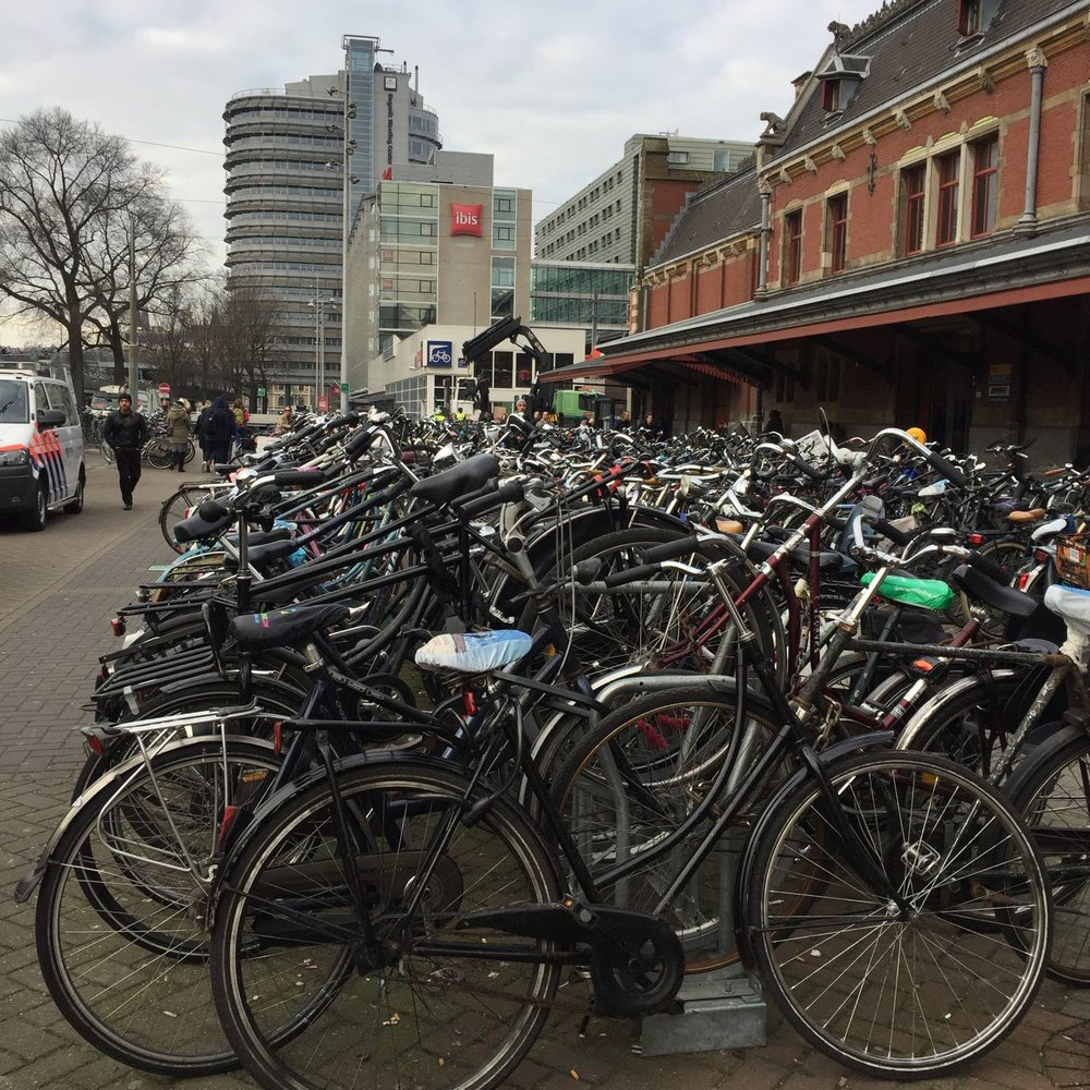 Amsterdam-Central-Station.jpg