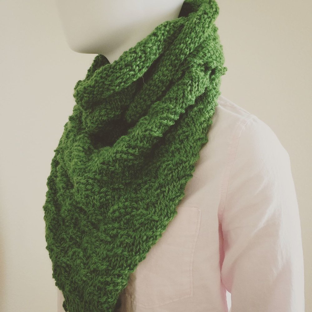 Triangle scarf made with alpaca wool in greenery shade, paired with a pink Oxford Shirt from Abercrombie & Fitch.