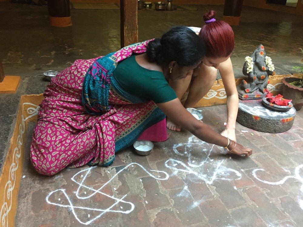 Workshop de Kolam - desene ritualice cu făină de orez