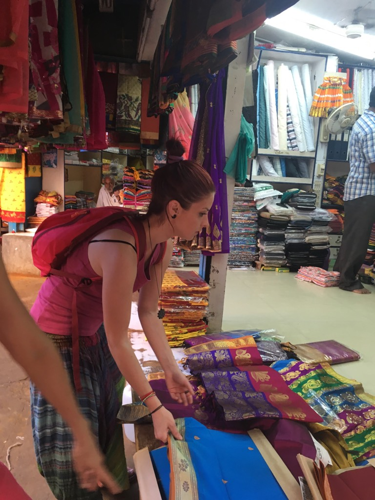 Nu puteam evita marele bazar din Pondicherry: saari, șavari și kurte după bunul plac al sufletului dar mai ales al rupiilor indiene