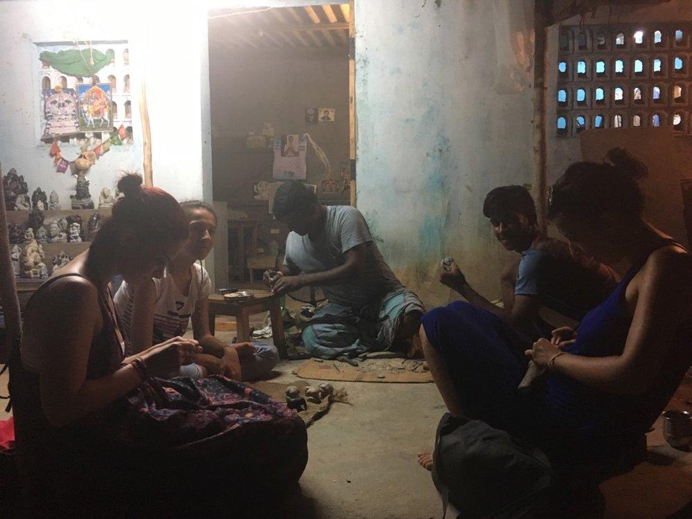 Workshop de sculptură în piatră acasă la Murugan