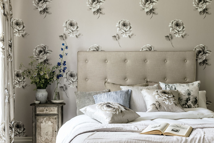 7-Waterperry-Wallpapers-Roses-Bedroom.jpg