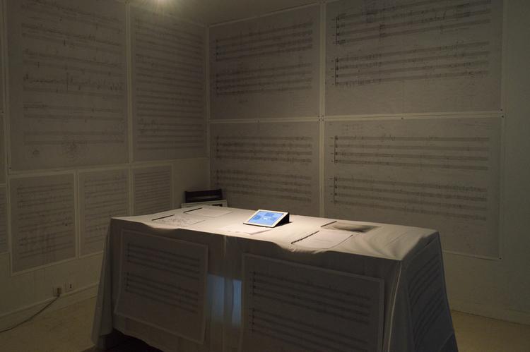 草圖 (2014) - 以往在創作過程中,我會將曲子的結構、音高、力度、音域的安排事先畫下藍圖,樂曲段落的情緒變化安排也會用文字或圖像記錄下來;確定藍圖之後才開始寫譜,在手稿樂譜中也會加註許多的文字。然而作品最後的呈現,通常是用電腦軟體打譜完成後交給演奏者,而演奏者再將整個樂曲呈現給觀眾。作為音樂會的觀眾而言,聽到的是作品的成果,而且是在有限的時間內;而創作的過程中留下的這些手稿,以展覽的方式呈現,就可以將整個創作過程在一個空間中呈現給觀眾,感受過程與結果的差異。空間中佈滿了放大的手稿貼於周圍,中間的平台上放置一台I Pad,畫面為對應手稿的空間圖,讓參觀者可點選聆聽對應的手稿之成品。