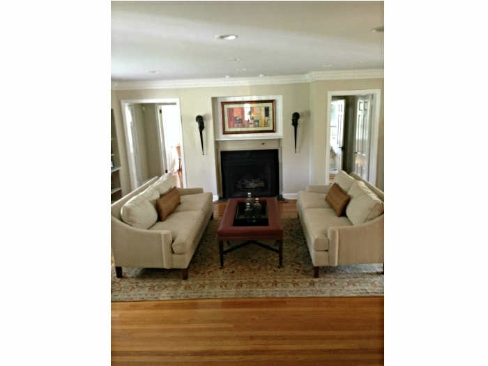 Modern clean lines in Briarcliff Manor, NY