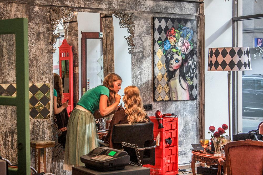 Avotu iela 7 - Avotu ielas Misha the Barber salons ir mūsu pirmais dārgakmenis mūsu salonu kolekcijā. Dibināts 2015. gadā tas ir iekarojis daudzu klientu sirdis. Aprīkots ar vairākām bērnu automašīnām-krēsliem, tā ir must visitvieta mūsu jaunākajiem klientiem.