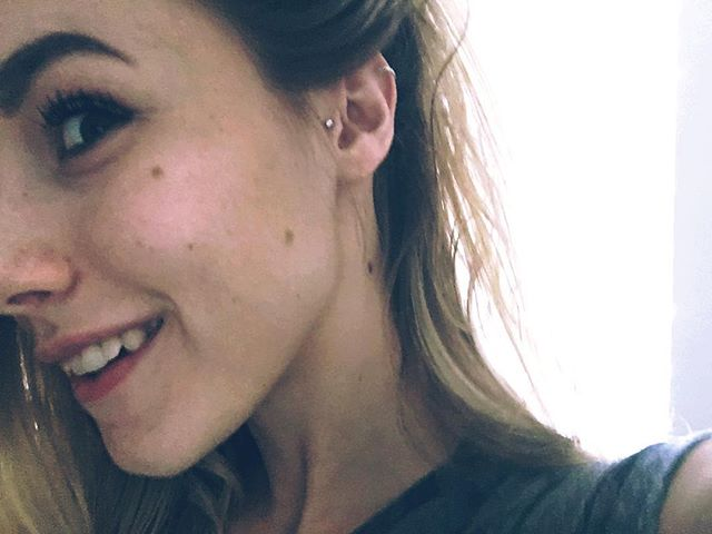 I put another hole in my head today and think it looks pretty cool. 🌙 • • • • • #newpiercing #tragus #traguspiercing #loveit #dayoff #nashville
