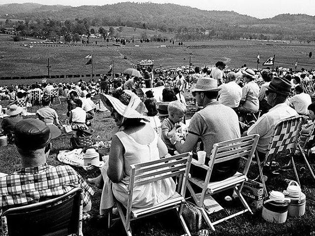 A few minor details aside, a day at #TNSteeplechase looks about the same several decades later☺️ We love these throwback photos from @tennesseannews. Only 274 days 'til we're back at Percy Warner Park to celebrate the 77th race!🏇