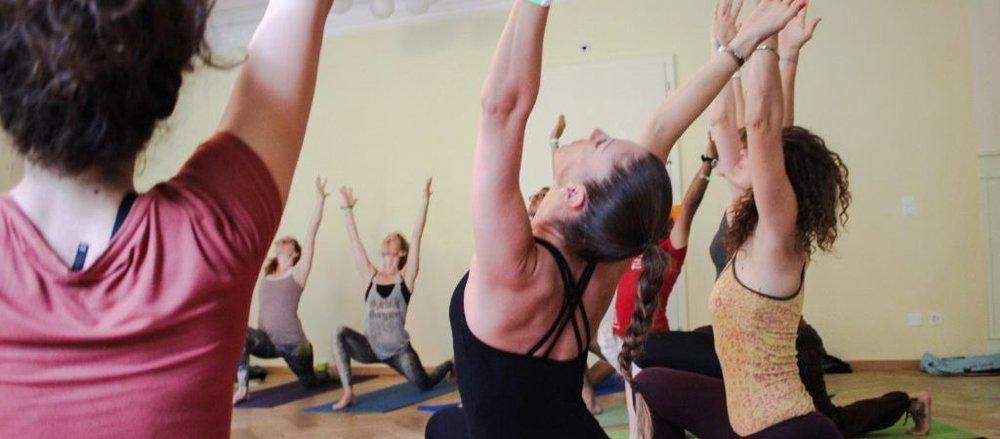 Yogafestival-Summer-of-Love-Stress-Auszeit-Yoga-Stefan-Geisse-206-1024x450.jpg