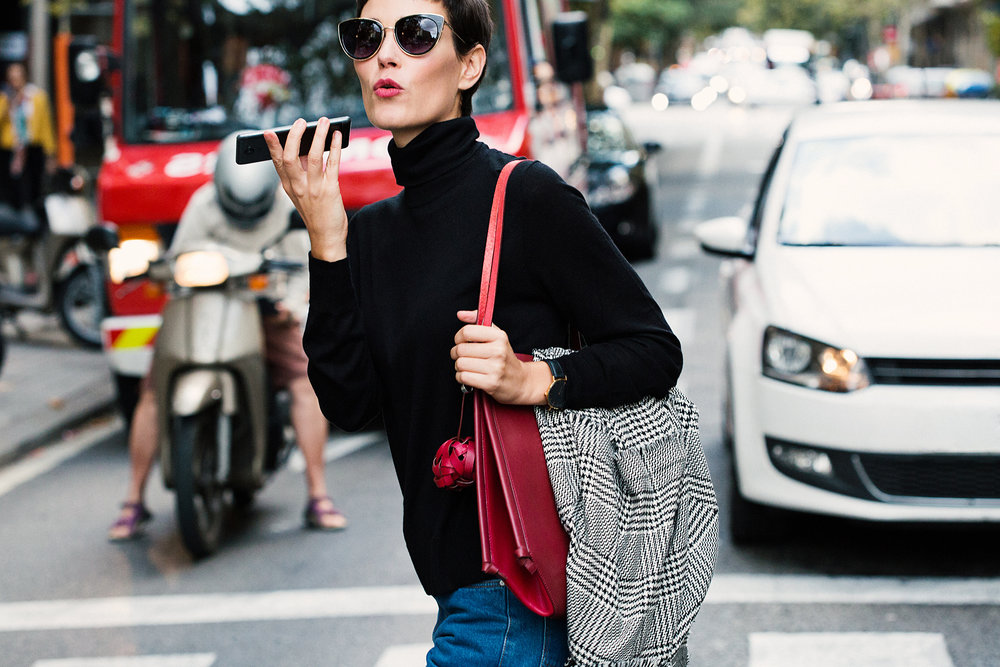 street-style-barcelona-fashion-week-runway-business-busy-woman.jpg