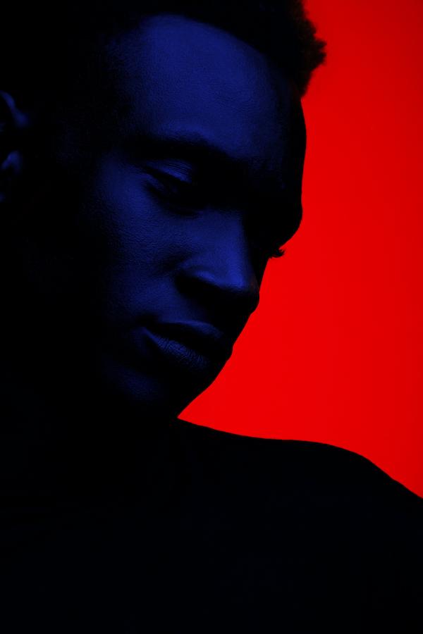 portrait_blue_red_lights_studio_creative_leandro_crespi.jpg