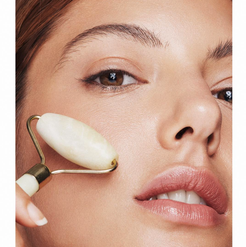 beauty-skincare-makeup-barcelona-photography-model-nude-roller-skin-leandro-crespi.png