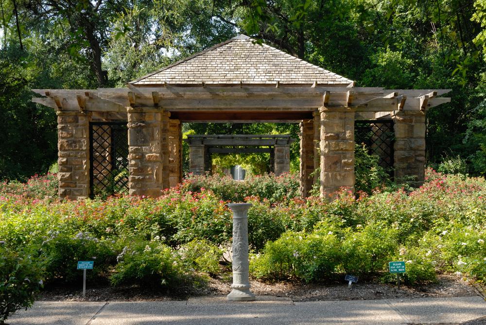 0011Fort_Worth_Botanic_Garden_Oval_Rose_Pavillion_N_Texas.jpg